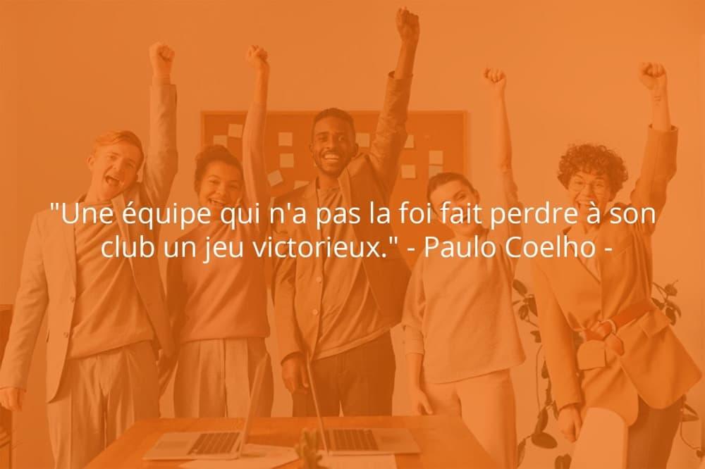 Citation de Paulo Coelho sur le travail d'équipe et le sport.